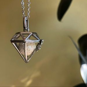 Other - 3D Diamond Cage Essential Oil Necklace